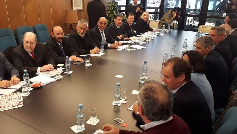 Con un duro documento, los gobernadores peronistas rechazaron las medidas anunciadas por el Gobierno