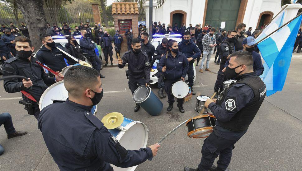 Rechazo del oficialismo y oposición a la protesta con patrulleros y armas en Olivos