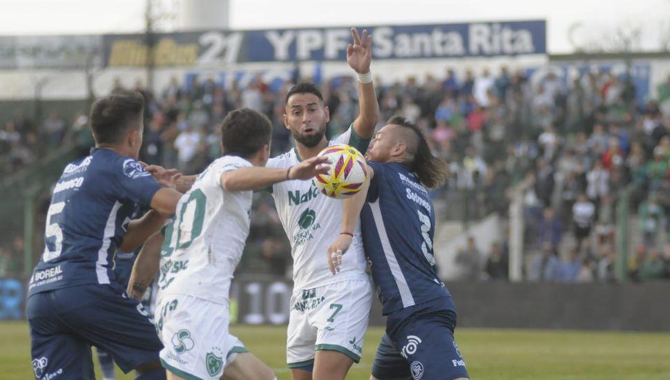 Al término del primer tiempo, Sarmiento empata en Junín