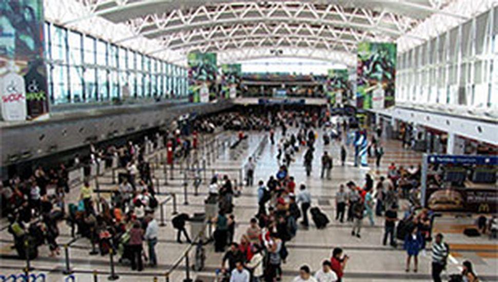 Derrumbe en el aeropuerto de Ezeiza: un muerto y siete heridos