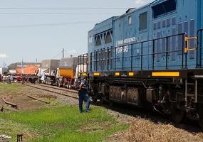 Camioneros cortaron el  paso de los trenes de carga