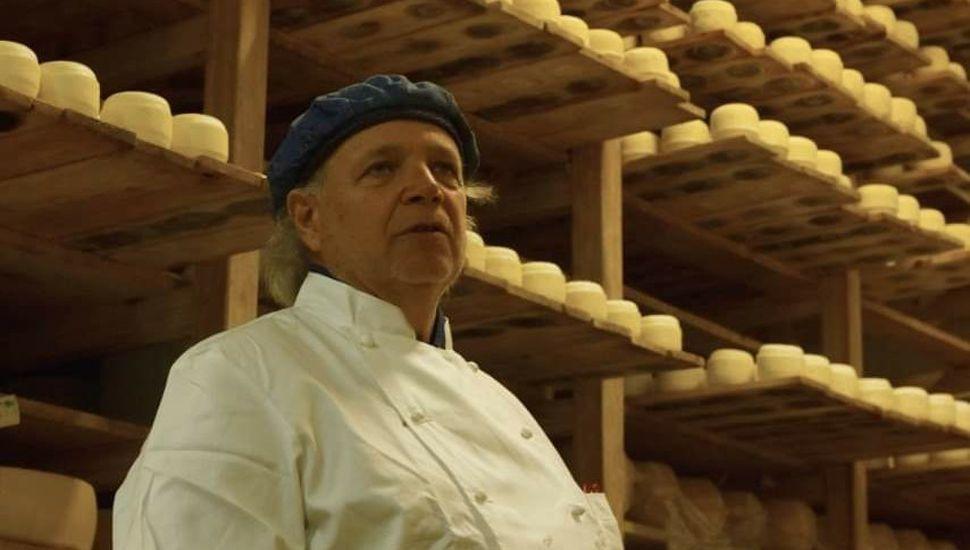 Francis Mallmann visitó una fábrica de quesos de Lincoln