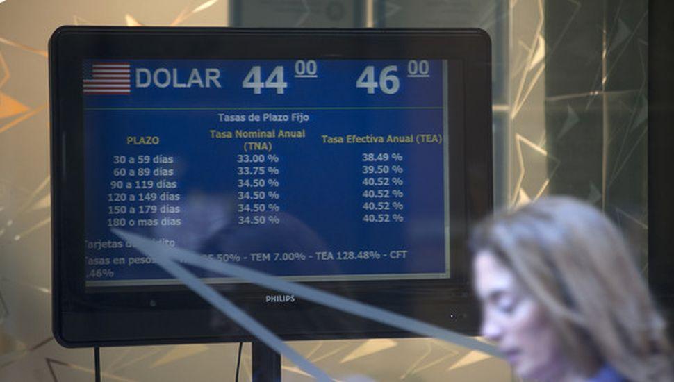 Prevén inflación de 2,4% en julio y dólar a $50 en diciembre