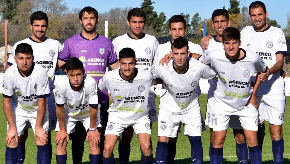 """El equipo titular que presentó Pintense en """"El Fortín"""" (fotos, Andrea Molina)."""