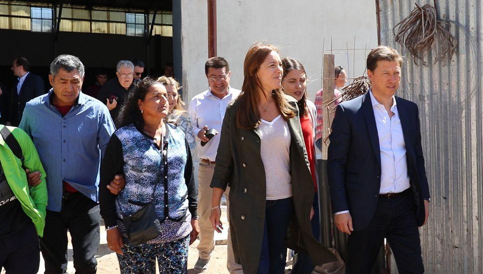 La Gobernadora durante la visita a Villarino.