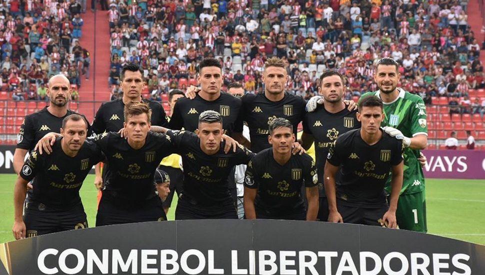 Titulares de Racing, ayer, en Venezuela.