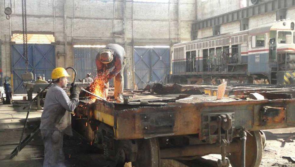Los talleres de la Cooperativa aguardan por una decisión política que les facilite el arribo de material rodante para reparar.