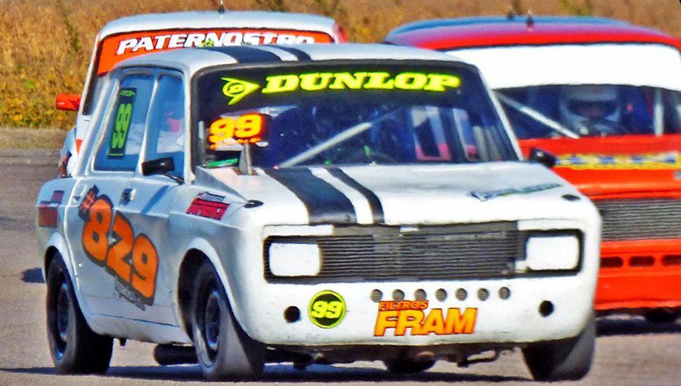 El piloto local Matías Ale compite en la Clase de los 128.