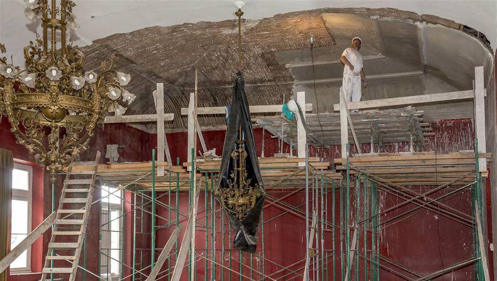 Los trabajos en el emblemático Salón Rojo avanzan dentro de los plazos previstos.