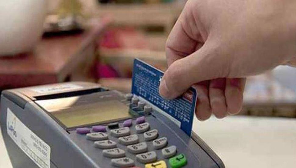 Un vendedor memorizó 1300 tarjetas de crédito y las usó para comprar por Internet