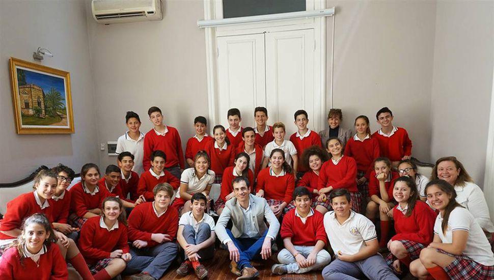 Alumnos de 2º año del Colegio San Jorge visitaron el municipio y dialogaron con el intendente.