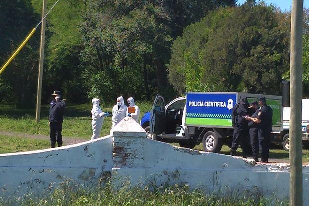 Policía Científica trabajando en el lugar.