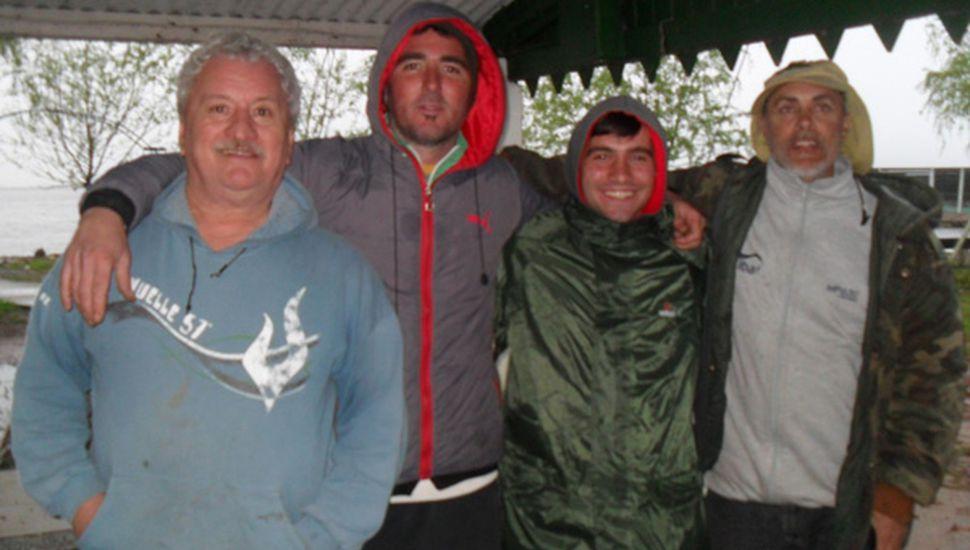 Concursantes que animaron el torneo de pesca de carpas, que ganó Agustín Gianella.