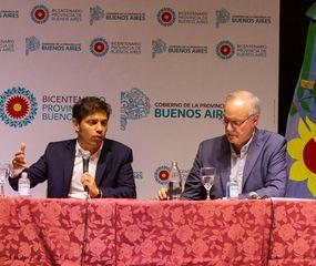 El gobernador Axel Kicillof junto a los ministros de Educación, Agustina Vila; de Salud, Daniel Gollán; y al jefe de Gabinete, Carlos Blanco, en la reunión con intendentes de la Cuarta Sección Electoral.