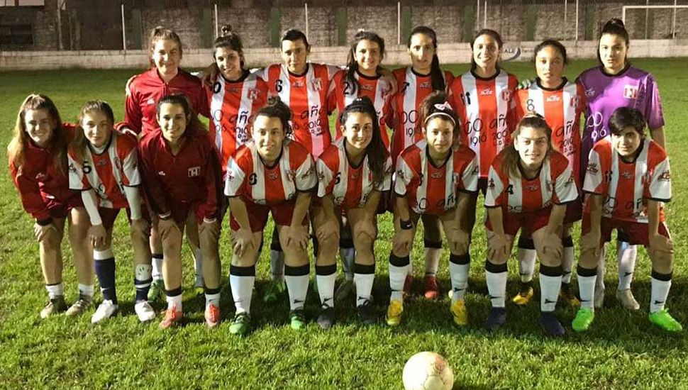 La selección mayor de fútbol femenino de Junín perdió sobre el final del cotejo, anoche en Chivilcoy.