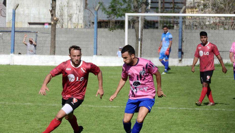 Mariano Bertolotti (Independiente) y Agustín Sospicio (Newbery), referentes del fútbol local.
