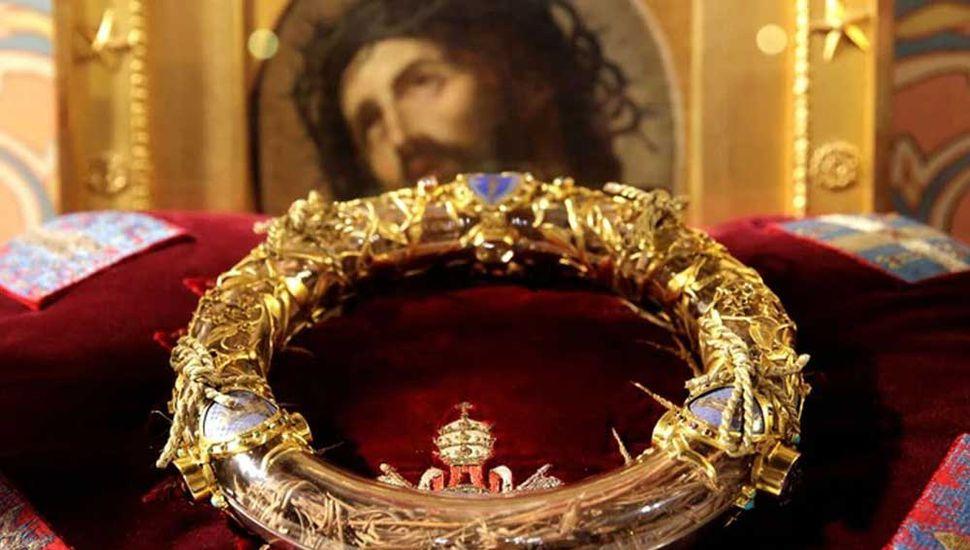 Un sacerdote que es bombero rescató la corona de espinas