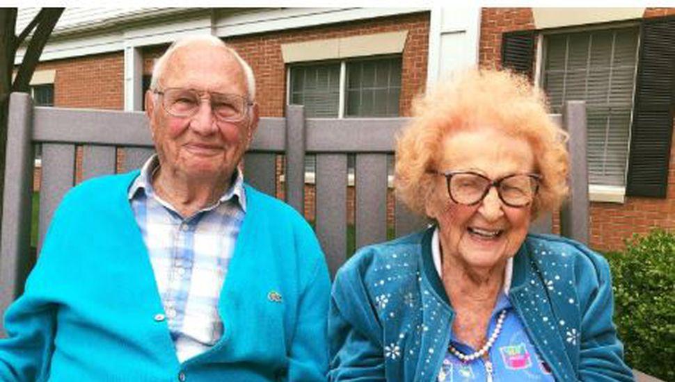 Una mujer de 102 años y un hombre de 100 se casaron tras un año de noviazgo