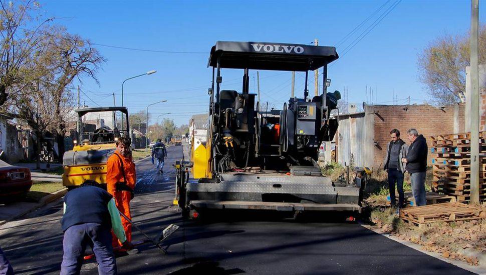 Comenzaron a asfaltar 12 cuadras en el barrio San Martín