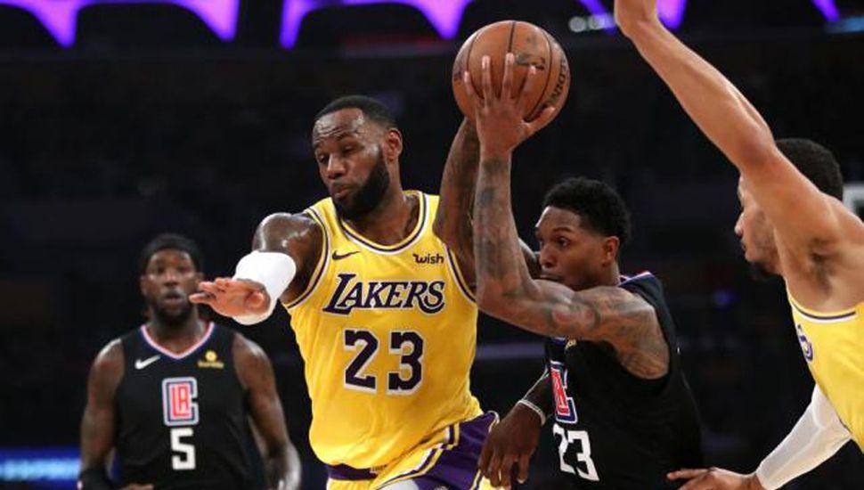 Los Clippers se quedaron con el clásico y comprometieron el futuro de los Lakers.