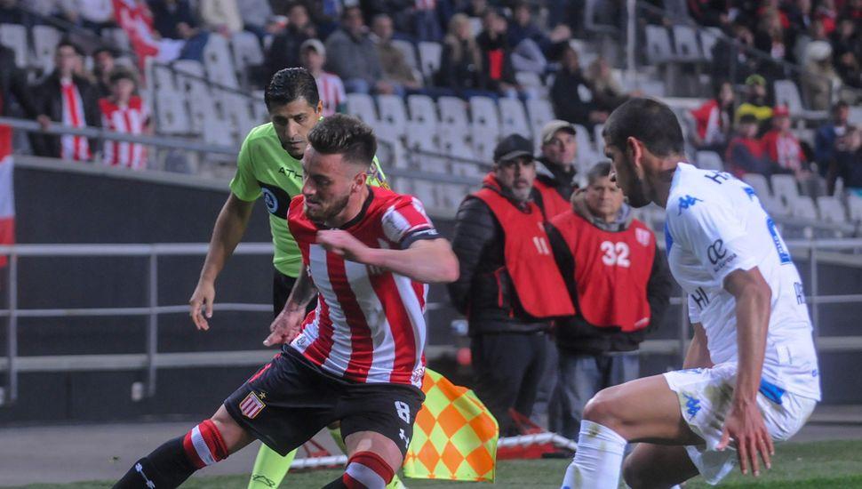 Gran victoria de Vélez, anoche, en La Plata.