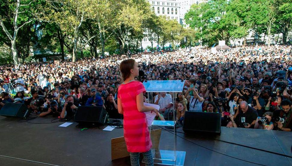 Greta Thunberg habló ante miles de personas, tras encabezar la marcha en Nueva York.
