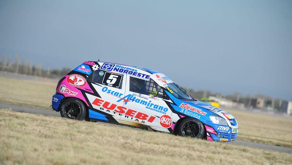 El Chevrolet Celta con el N° 5 de Nicolás Bulich, sobre el suelo puntano.
