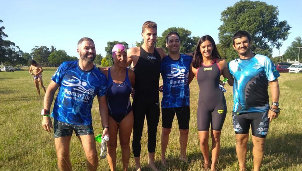 El grupo de nadadores de la Escuela Municipal.