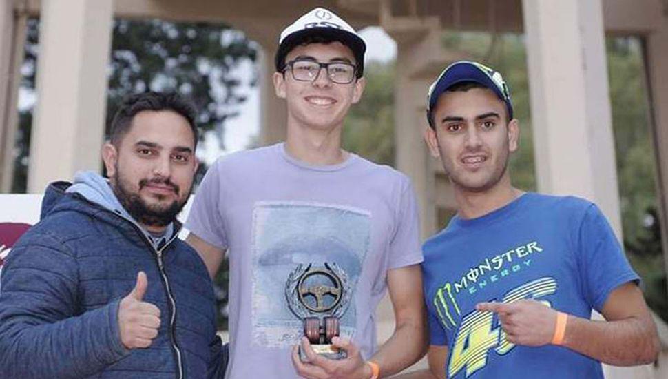 Gran alegría de integrantes del RST Racing de nuestra ciudad, al festejar el doble triunfo obtenido en Villa Mercedes.