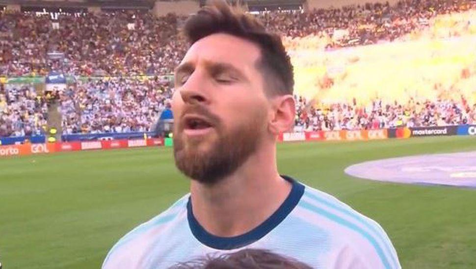 El gesto más esperado: Lionel Messi cantó el himno nacional