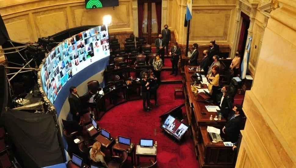 Portazo virtual de la oposición en el Senado:  el oficialismo aprobó DNU presidenciales