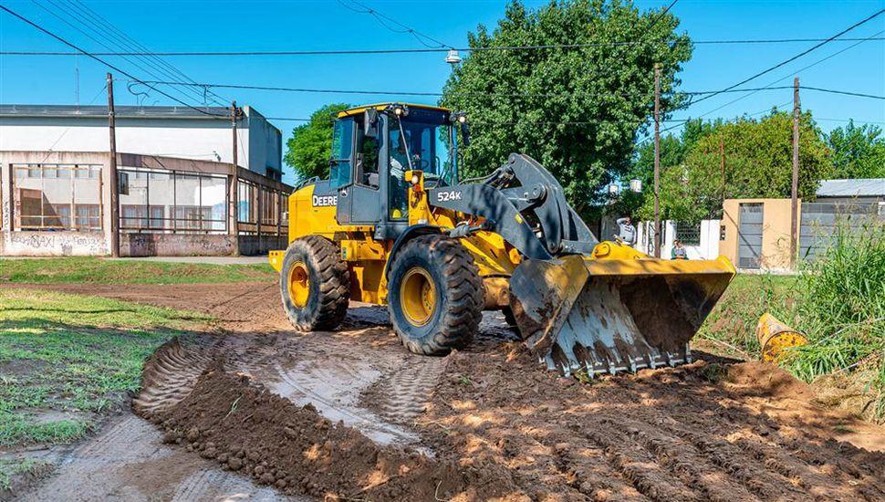 Las fuertes lluvias del lunes provocaron anegamientos y el municipio trabaja para reparar las calles.