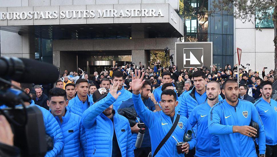 Los jugadores de Boca saludaron a sus hinchas.