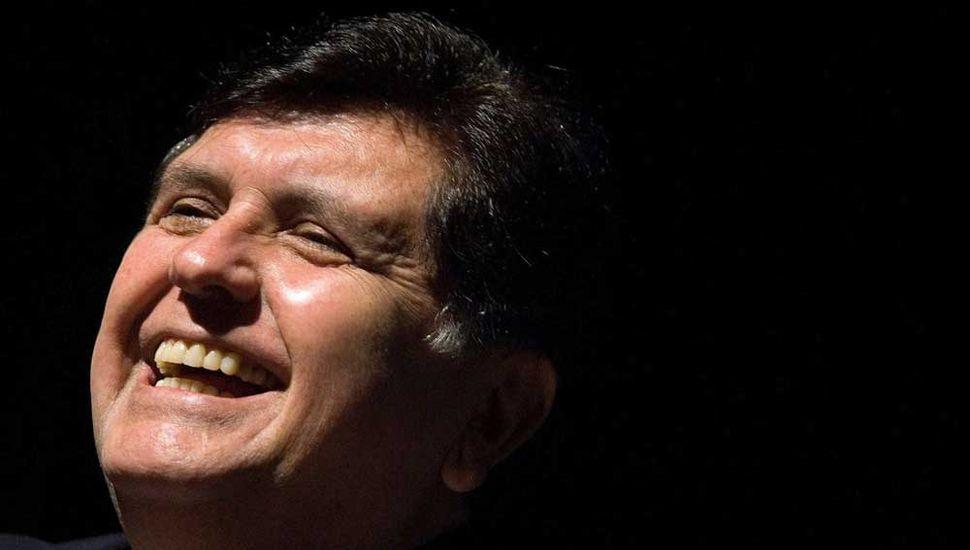 Sospechado de coimas y a punto de ir a prisión, se suicidó Alan García