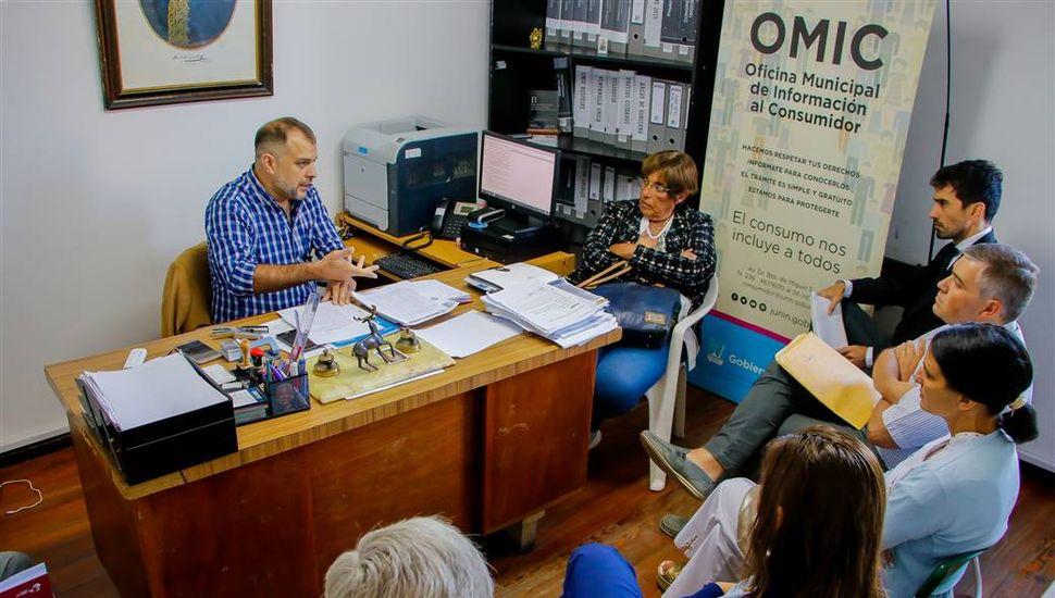La OMIC se reunió con autoridades del Hospital para agilizar el sistema de turnos