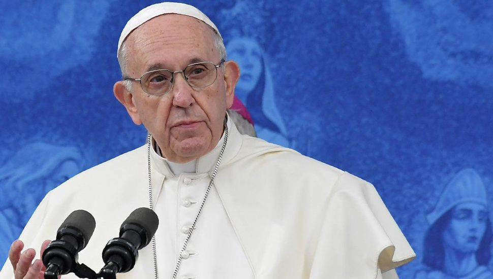 """El Papa se despide de Irlanda, tras pedir """"perdón de Dios""""  por los abusos sexuales"""
