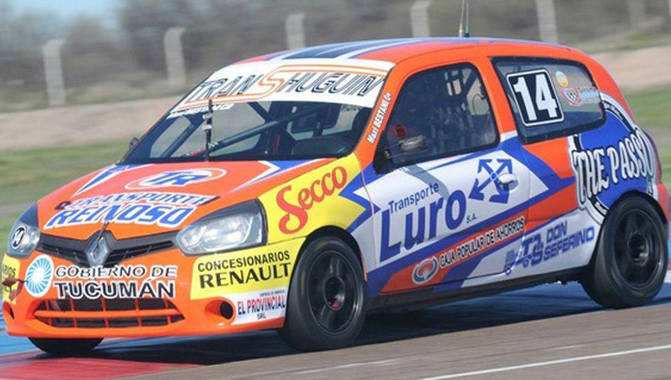 Maximiliano Bestiani marcó el camino con el Renault Clío, ayer en Viedma.