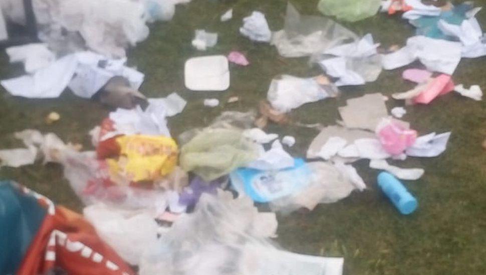 Indignación en Arenales por basura fuera de lugar