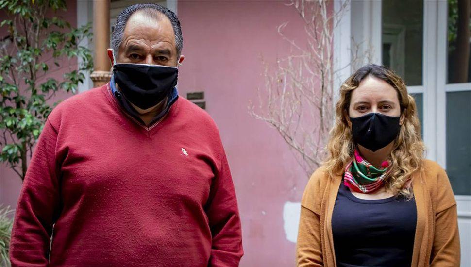 Raúl Parejas, de SCeI, y la secretaria de Hacienda Lorena Linguido.