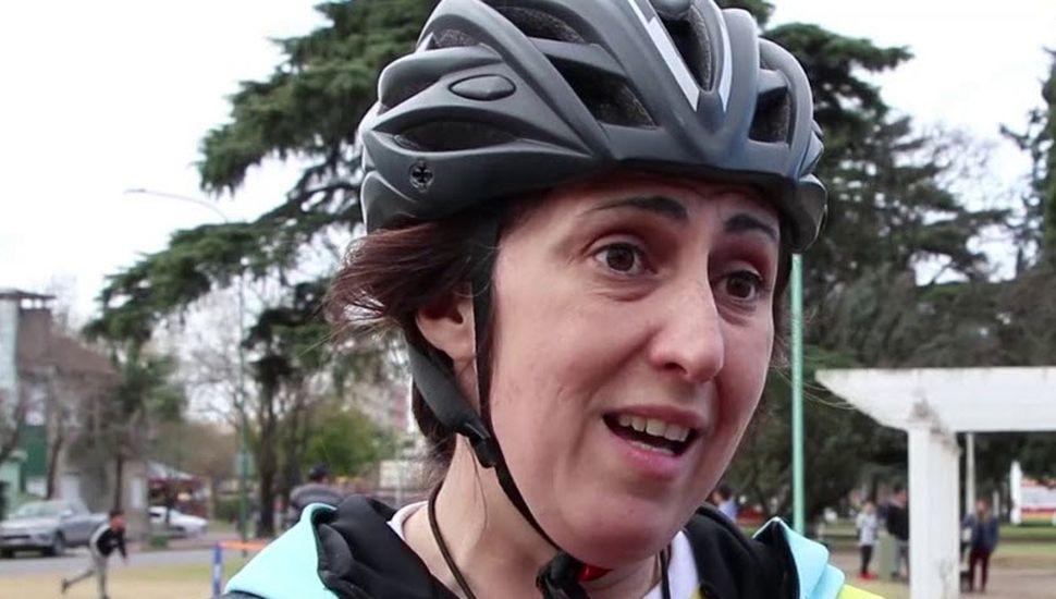 Julia Francese, profesora de la Escuela de Patín, brindó detalles del evento.