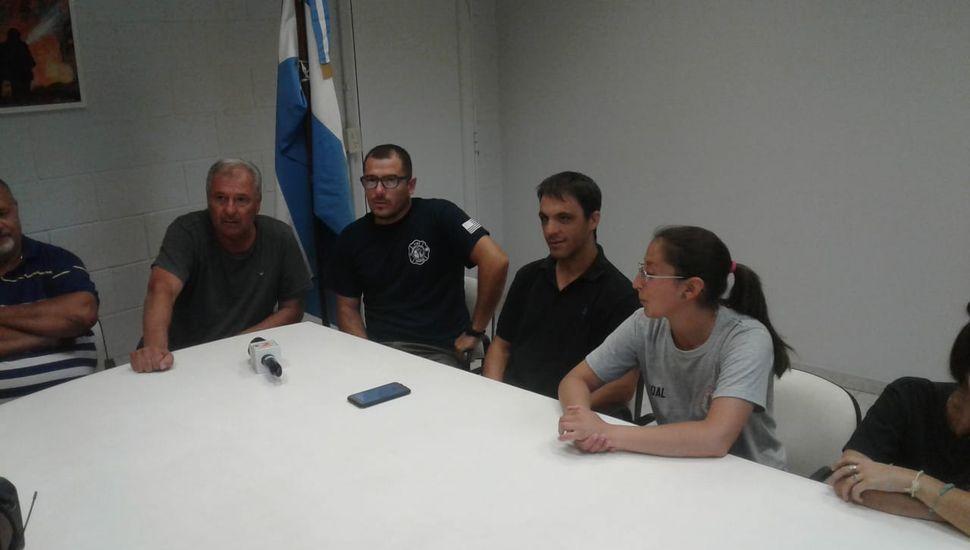 Bomberos de Rojas recibieron a una colega chilena