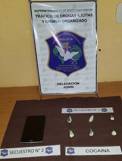 Se incautaron seis envoltorios con cocaína.