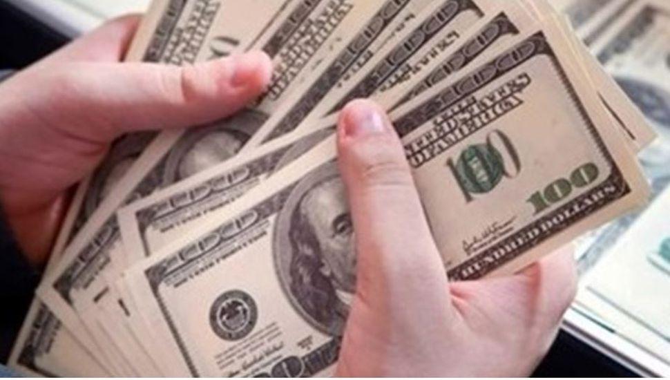 El dólar arrancó la semana en alza y cerró a $43,40 en el Banco Nación