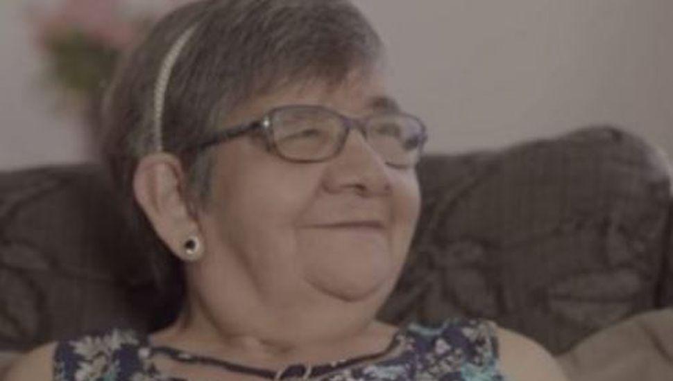 La desgarradora historia de la abuela de 70 años que fue adoptada por una joven