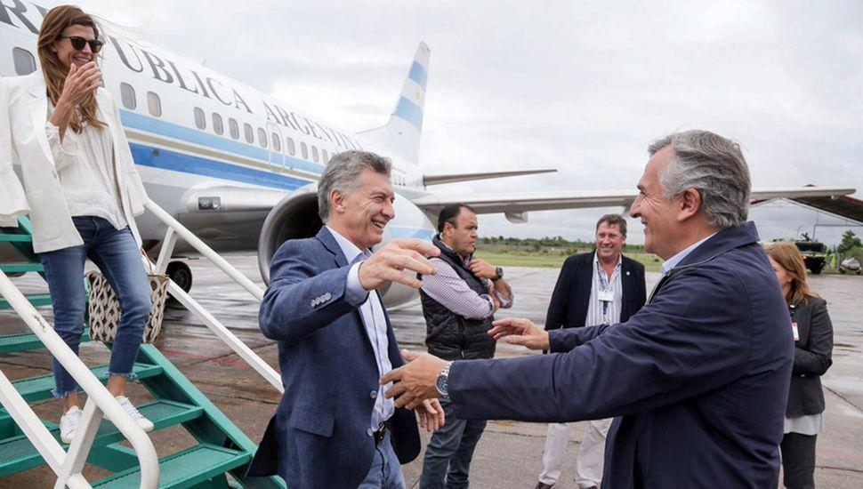 Mauricio Macri, que venía disfrutando las mieles del G20 y que por ello tuvo un repunte en las encuestas, volvió a sufrir noticias adversas: su hermano fue citado por el juez Bonadio y la UCA difundió el aumento de la pobreza.