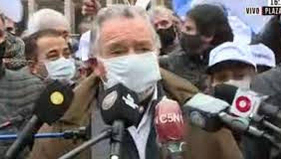 """Barrionuevo dijo que Alberto Fernández """"no tiene espalda política"""""""