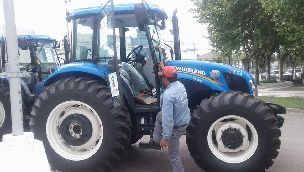 Alem compró cinco tractores nuevos