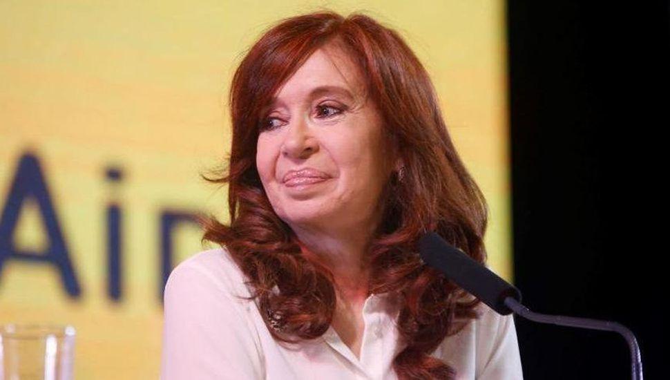 Cristina Kirchner terminó con las especulaciones que se hacían alrededor de su figura y confirmó la primera fórmula presidencial.
