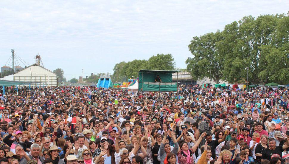 Masivo público en la Fiesta del Cordero Alberdino al Asador.