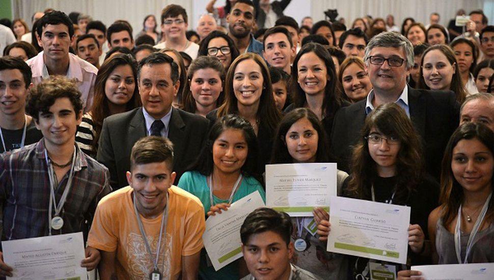 Entre los 25 alumnos seleccionados, hay dos de la región: Sabrina Curia (Rojas) y Carolina Herrera (Lincoln).